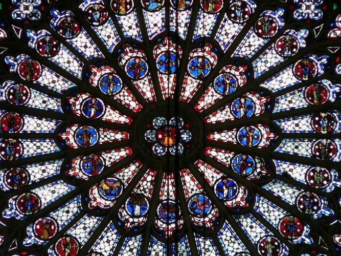 витражное окно собор