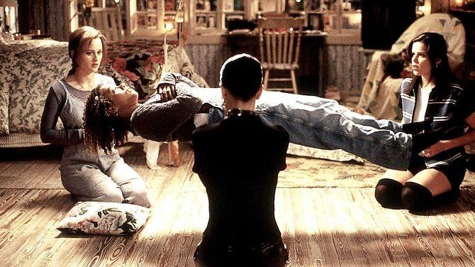Кадр из фильма «Колдовство» (1996)