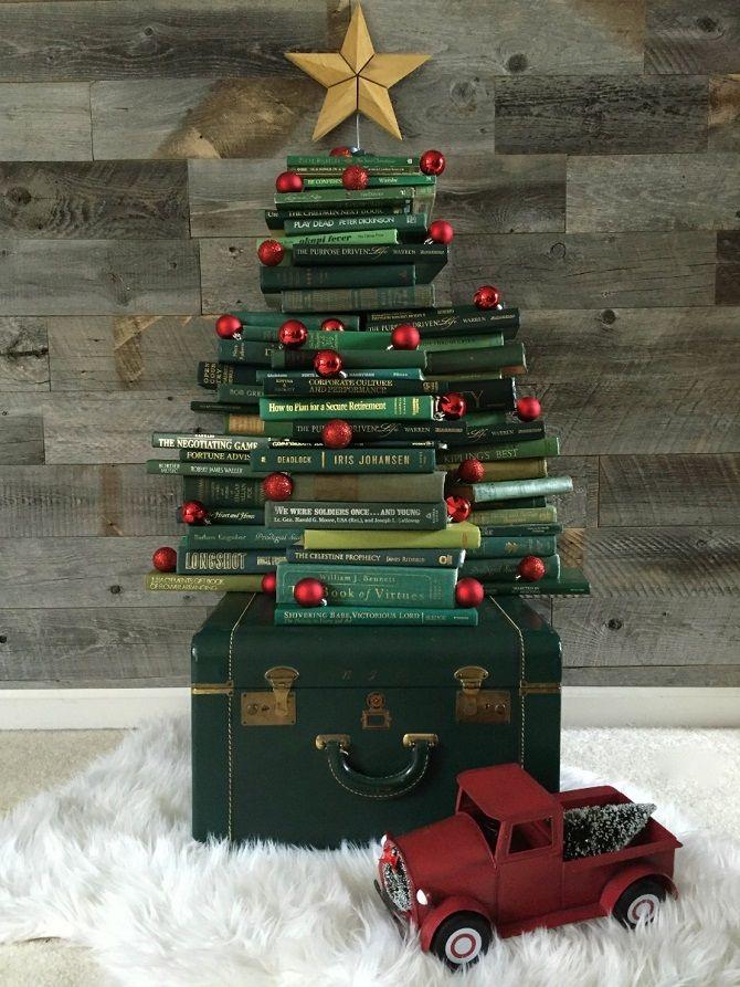 Из книг, из картона и даже из стремянки: как сделать альтернативную елку на Новый год 2021 8