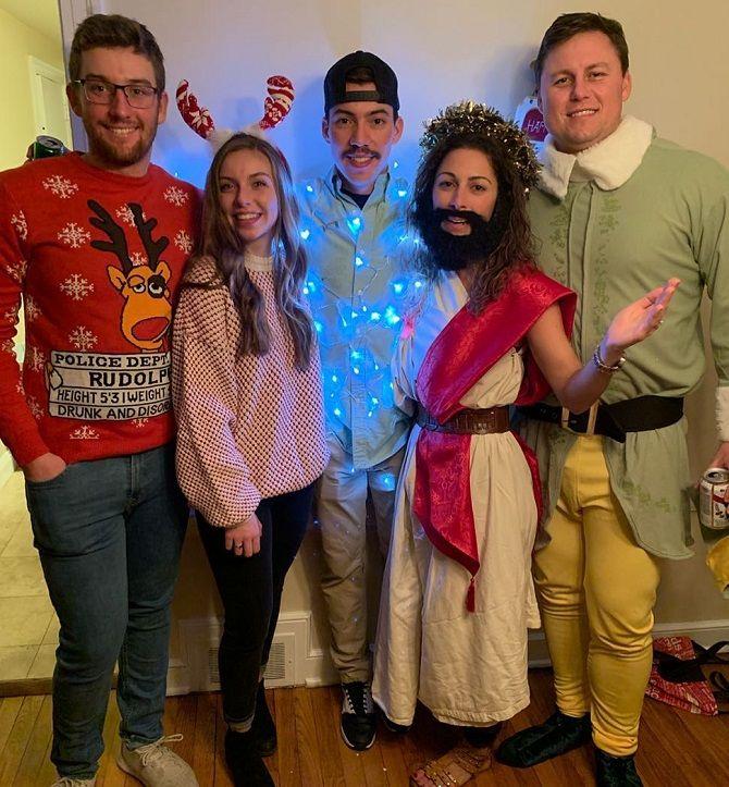 О чем они только думали? Самые немыслимые новогодние костюмы 1