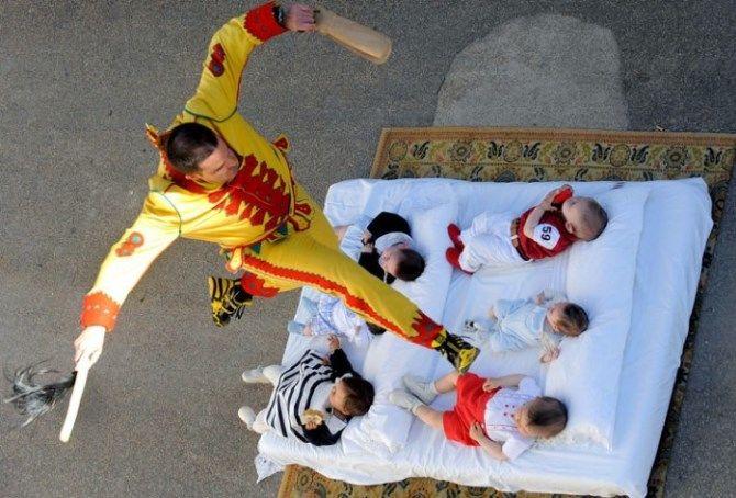 фестиваль Стрибки через немовлят, Іспанія