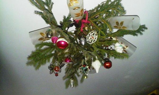 елка на люстре