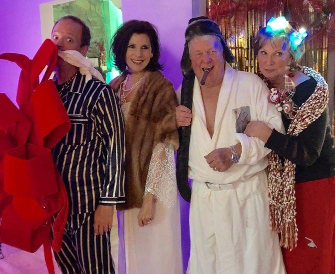 О чем они только думали? Самые немыслимые новогодние костюмы 2