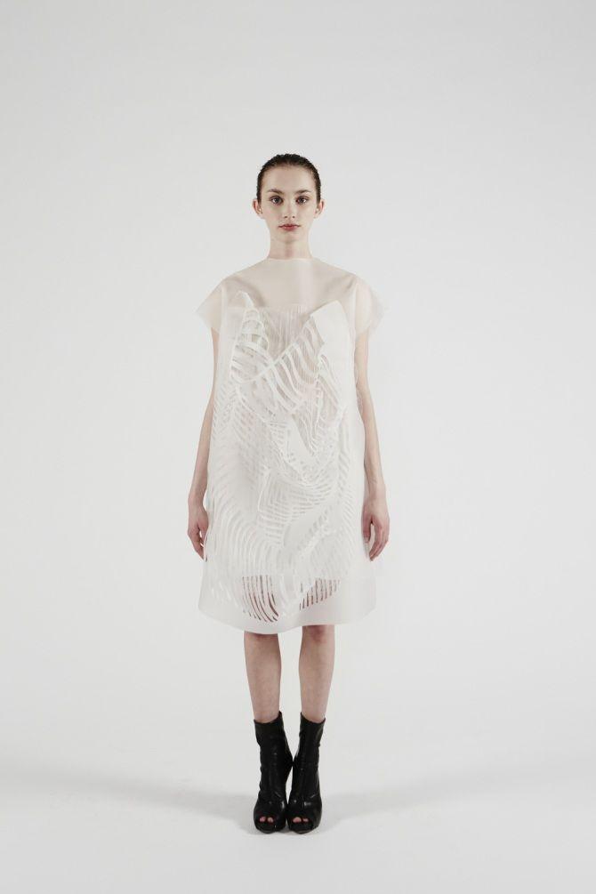 платья от канадского дизайнера Йин Гао.