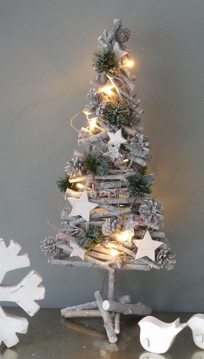 Из книг, из картона и даже из стремянки: как сделать альтернативную елку на Новый год 2021 6