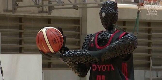 Робот-баскетболист CUE3