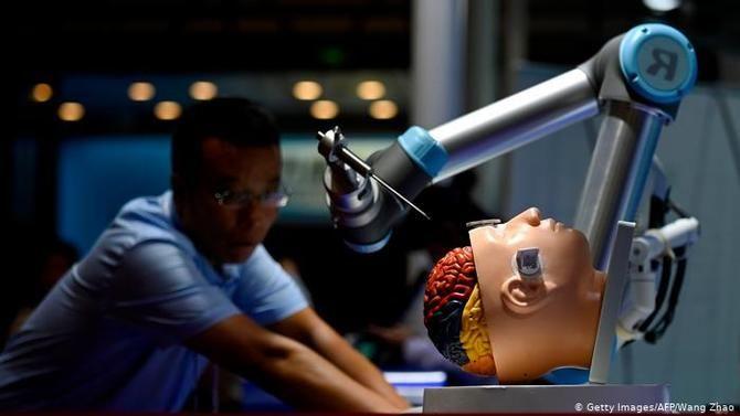 Робот-хирург DaVinci