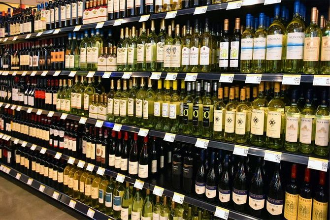 полка с вином