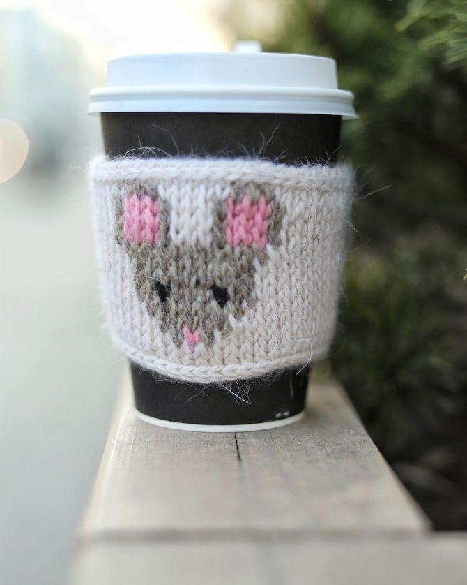 вязаные одежки для чашки мышка