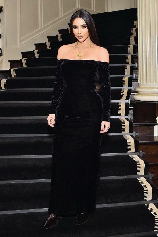 Ким Кардашьян в платье