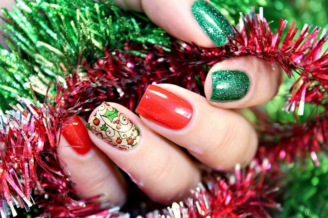 новорічний манікюр червоний з зеленим