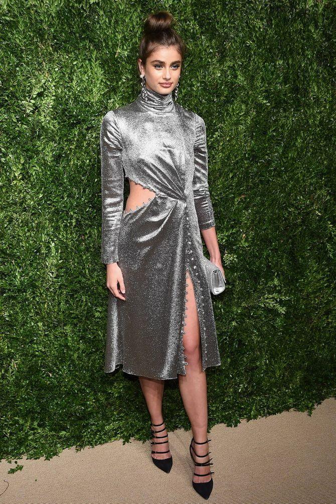 Тейлор Хилл в платье