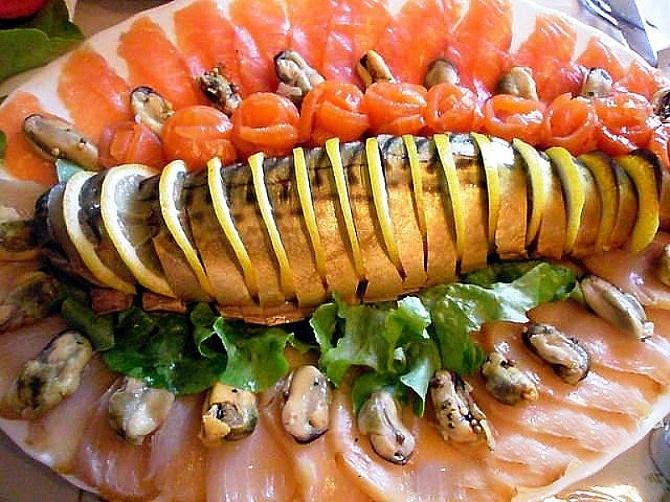 рибна нарізка на стіл