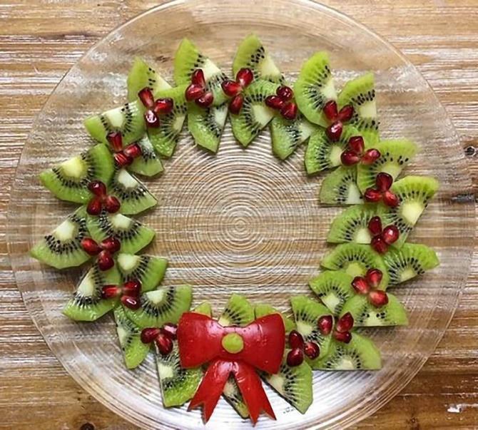 фруктова новорічна ялинка на стіл