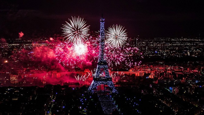 эйфелева башня на новый год