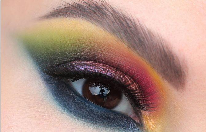 helles Augen Make-up und farbige Pfeile