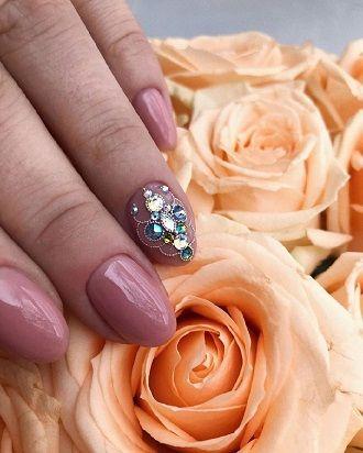 Новогодний маникюр 2021 на короткие ногти: новые варианты на любой вкус 2