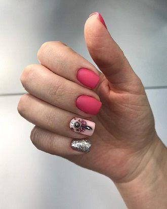 Новогодний маникюр 2021 на короткие ногти: новые варианты на любой вкус 3