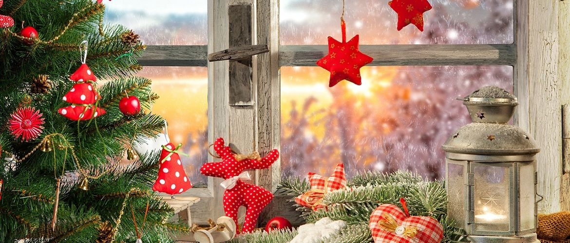 Decorating windows for the New Year 2021: DIY decor options