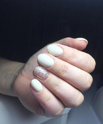 Новогодний маникюр 2021 на короткие ногти: новые варианты на любой вкус 33