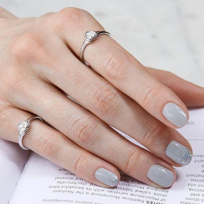 Новогодний маникюр 2021 на короткие ногти: новые варианты на любой вкус 19