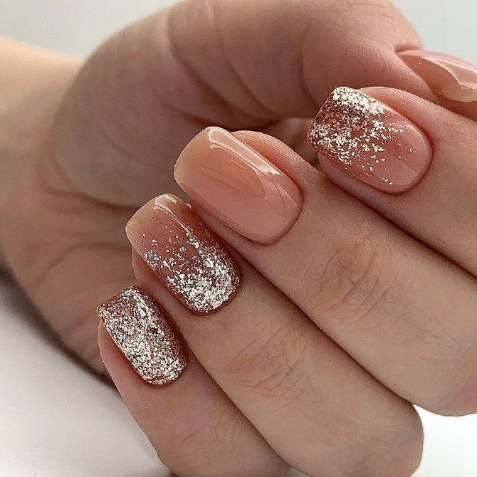 Новогодний маникюр 2021 на короткие ногти: новые варианты на любой вкус 21