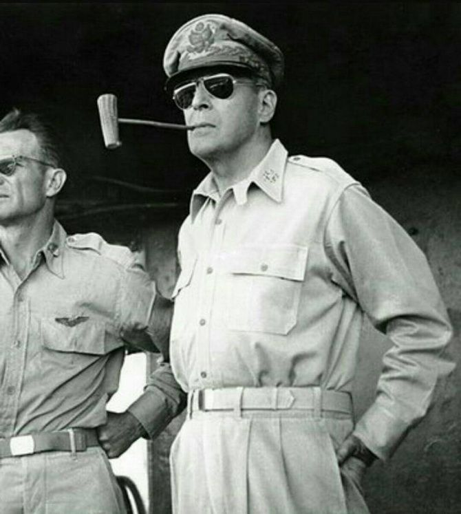 американский генерал Дуглас Макартур