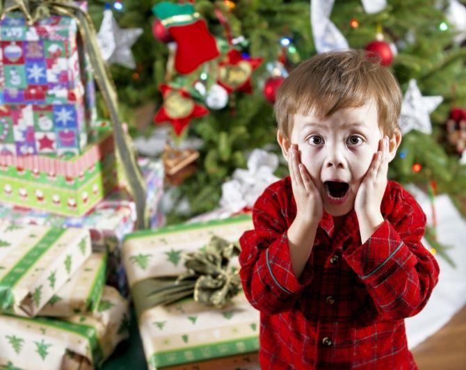 Новогодние подарки детям в детский сад
