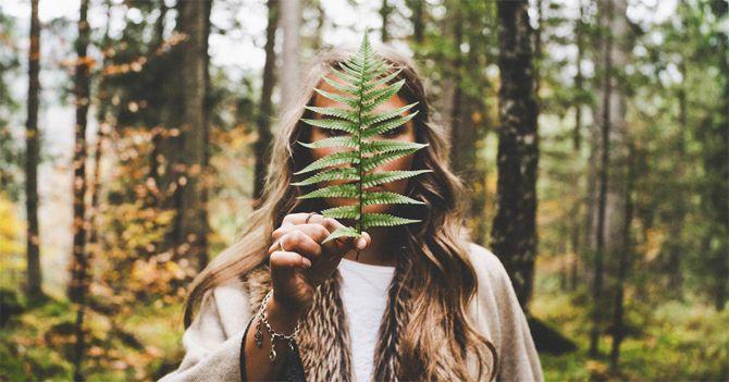 девушка в лесе
