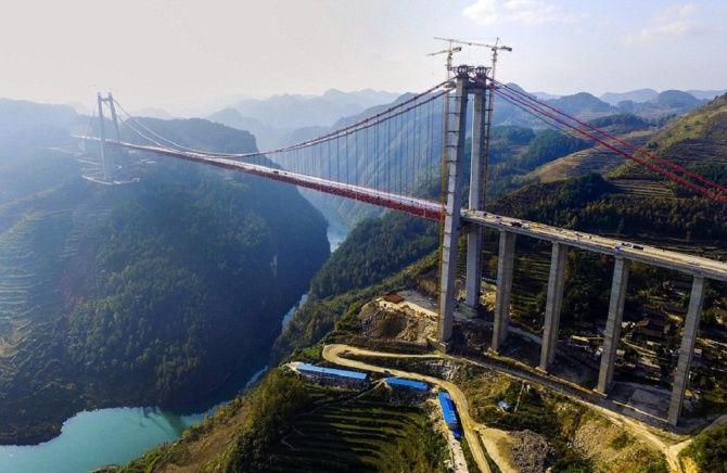 Гигантский подвесной мост ухань