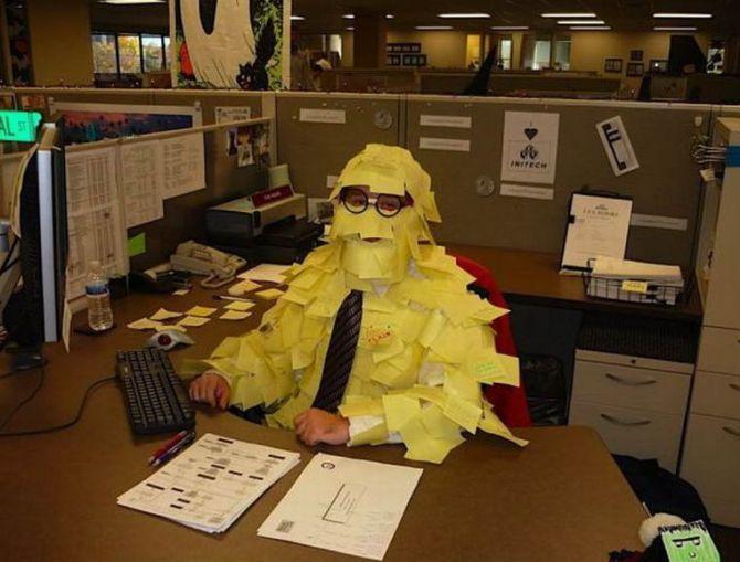 где-то обнаружили прикольные картинки про офисных работников обратного