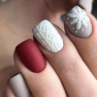 Новогодний маникюр 2021 на короткие ногти: новые варианты на любой вкус 28