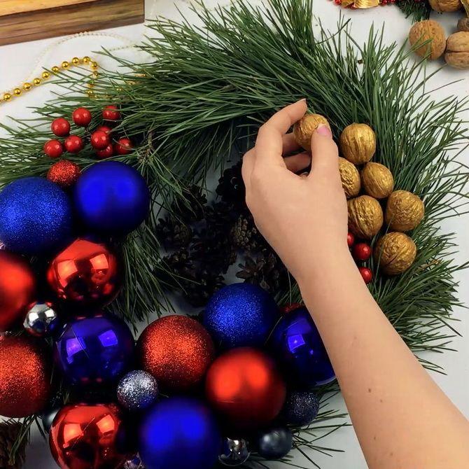 рождественский венок из шишек