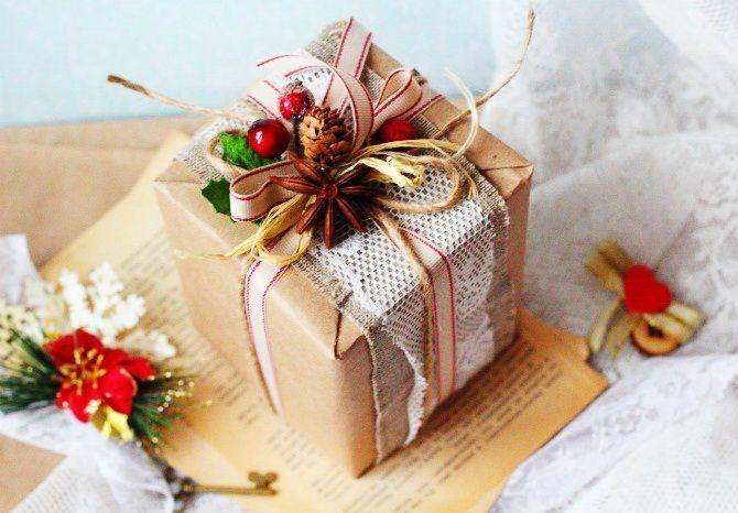 Новогодние подарки детям 2021: топ идей для разного возраста 2