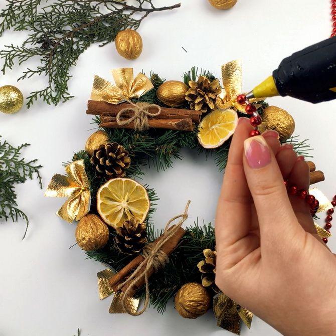 как сделать новогодний венок своими руками