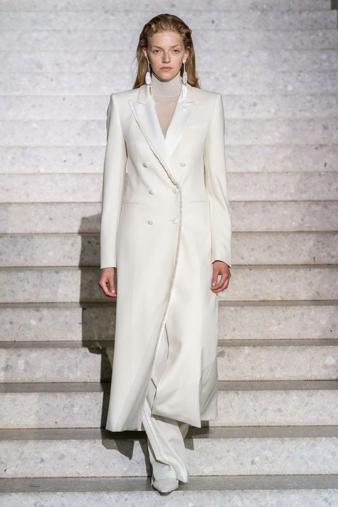 модное женское белое пальто