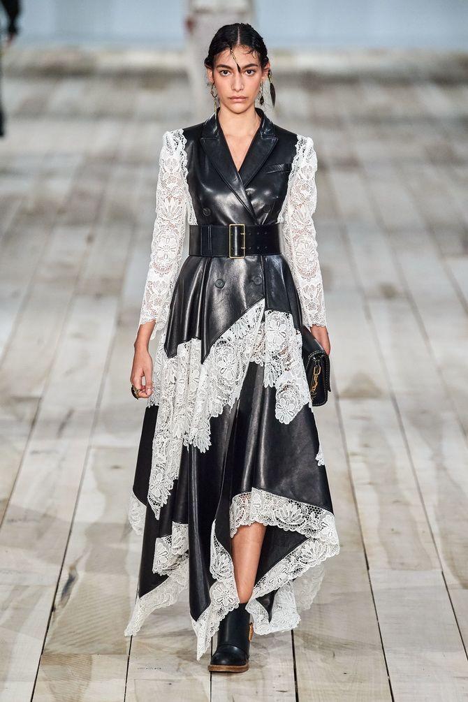 платье из белого ажура и черной кожи