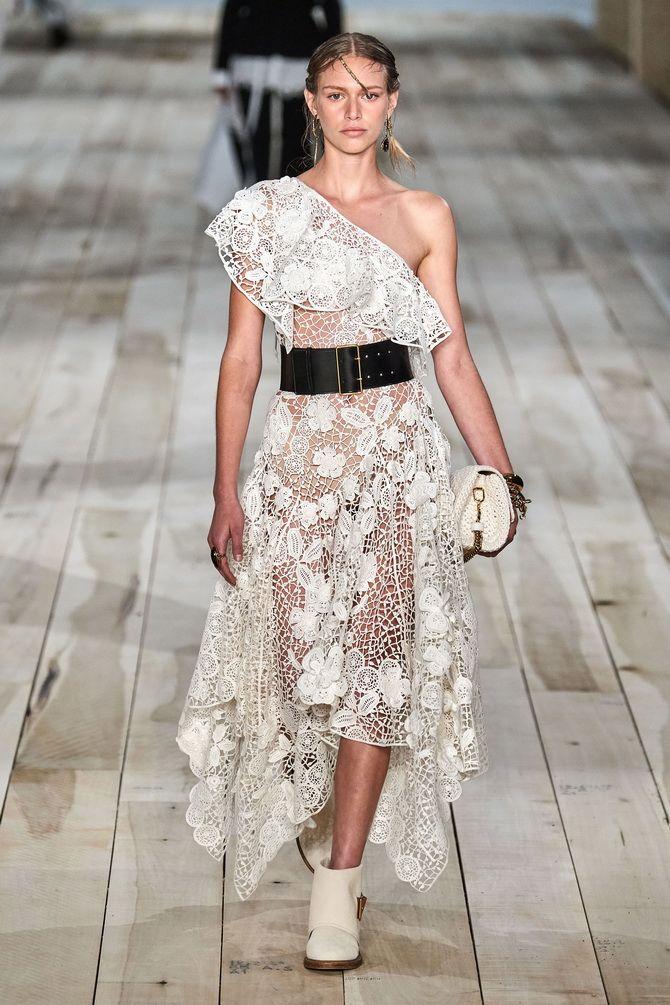 красиве ажурне плаття