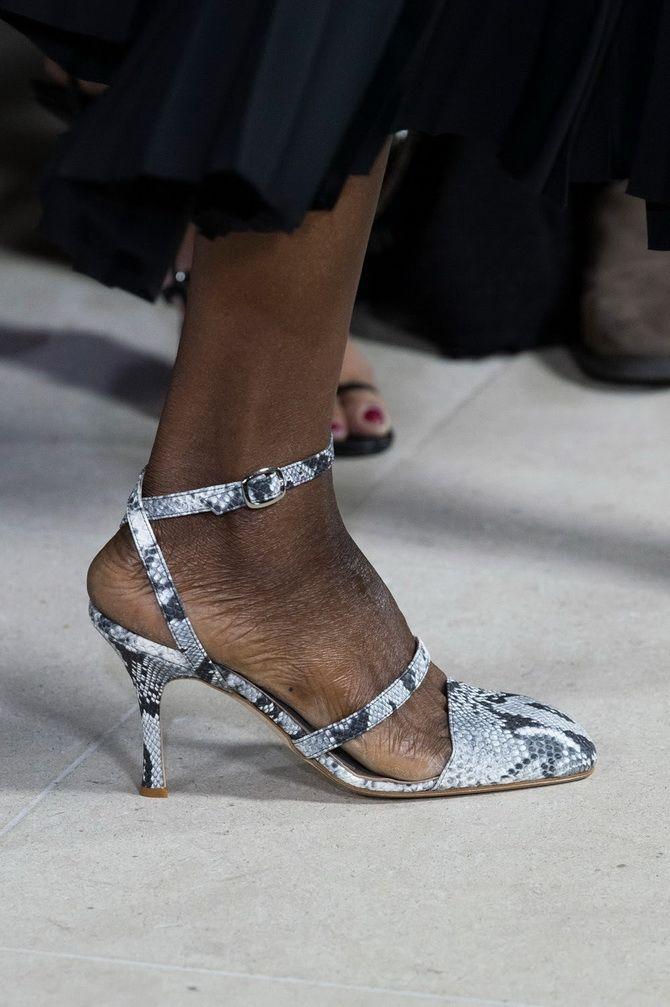 Квадратный носок туфли