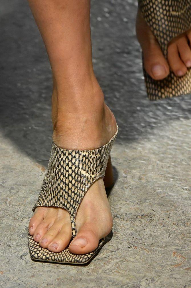 Квадратный носок шлепанцы