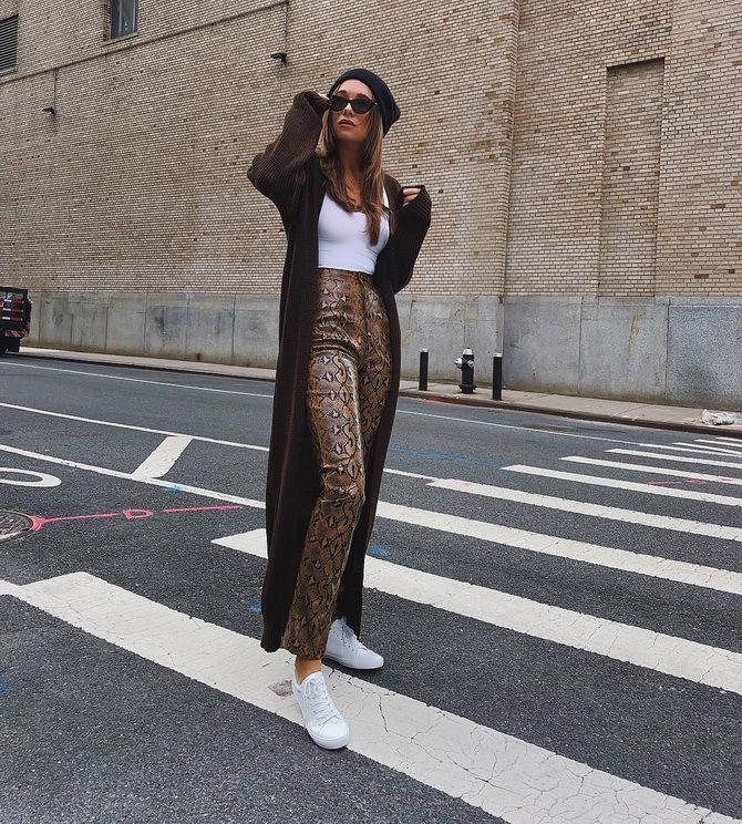 Модный принт на женских брюках