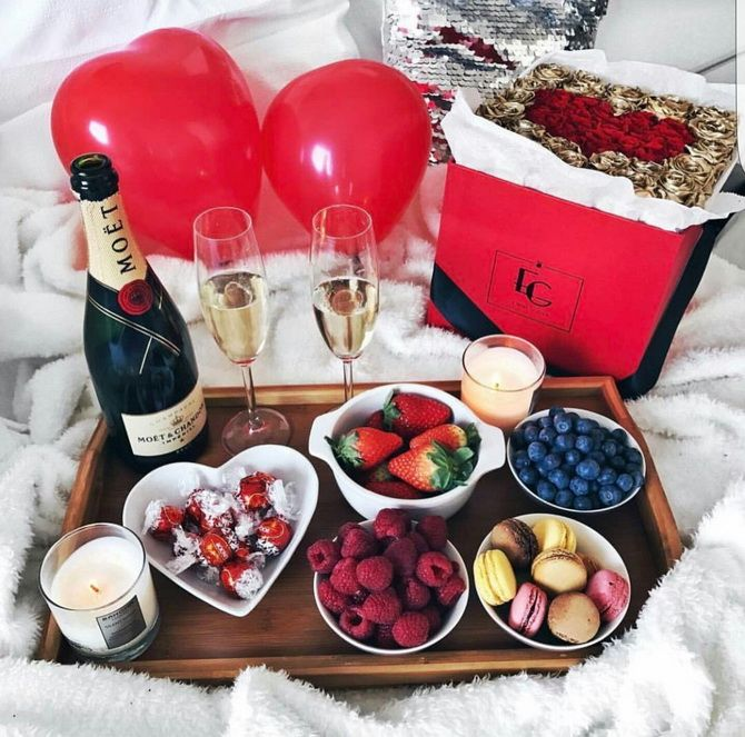шампанское и фрукты 14 февраля