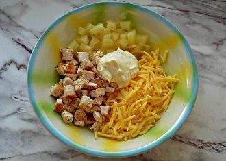 Кращі салати з ананасами: найсмачніші рецепти на кожен день 4