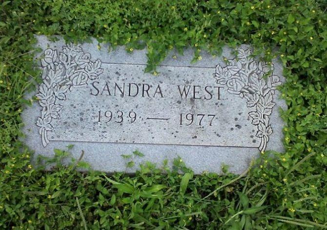 могила Сандра Вест