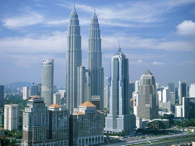 Вежі Петронас в Куала-Лумпурі