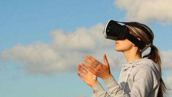 VR-окуляри