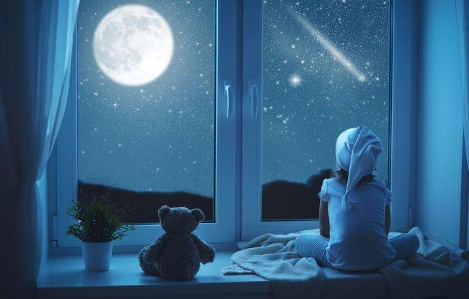 місяць у вікні