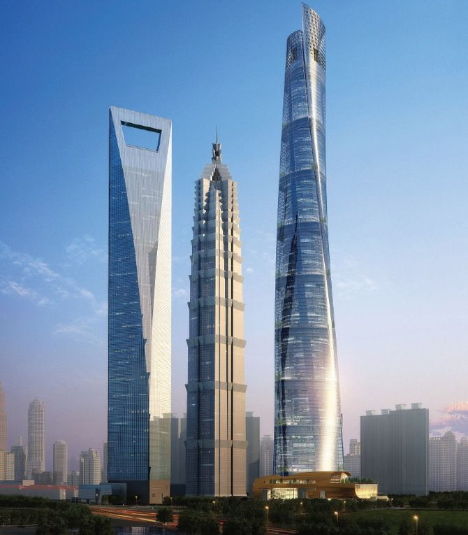 Шанхайська вежа в Китаї