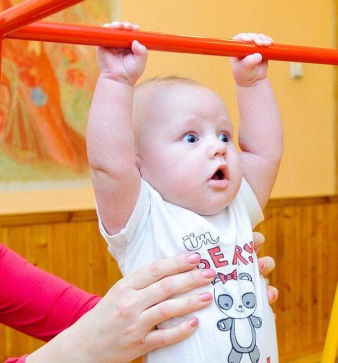 Хват руки у младенца