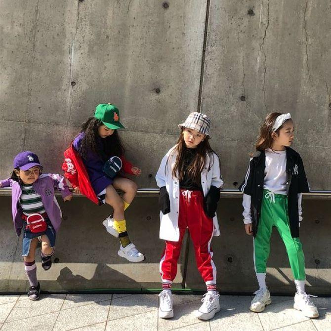 дети в спортивных штанах